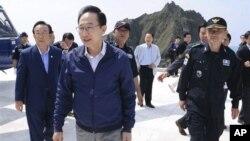 南韓總統李明博8月10日訪問南韓稱為獨島﹐日本稱之為竹島的島嶼。