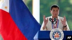 រូបឯកសារ៖ លោក រ៉ូឌ្រីហ្គោ ឌូធឺតេ (Rodrigo Duterte) ថ្លែងសុន្ទរកថាក្នុងទិវាវីរជនហ្វីលីពីននៅទីក្រុង Taguig city ខាងកើតរដ្ឋធានីម៉ានីល កាលពីថ្ងៃទី២៩ ខែសីហា ឆ្នាំ២០១៦។