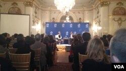 Roza Otunbayeva Vashingtonda jurnalistlar va ekspertlar bilan muloqotda, 13-dekabr, 2012
