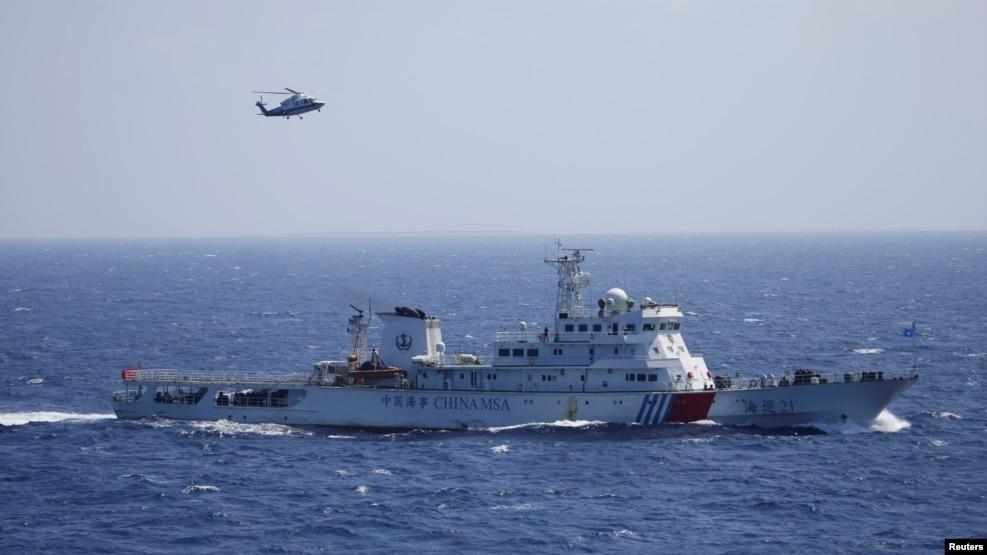 Tư liệu - Tàu và máy bay trực thăng của Trung Quốc tham gia một cuộc diễn tập tìm kiếm cứu hộ ở Quần đảo Hoàng Sa, ngày 14 tháng 7, 2016.