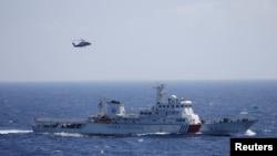在西沙群島的祁連山玉群搜救演習中,看到了中國的船隻和直升機(2016年7月14日)。