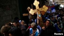 星期五紀念耶穌受難日,在耶路撒冷老城,基督徒遊行拜苦路。
