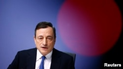 欧洲中央银行行长德拉基1月22日在德国法兰克福记者招待会上讲话。