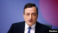 European Central Bank (ECB) President Mario Draghi addresses an ECB news conference in Frankfurt, Jan. 22, 2015.