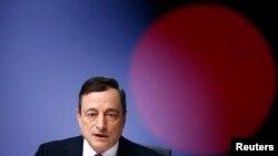 Mario Draghi annonçant le programme de rachats d'obligations d'Etat de la BCE (Reuters)