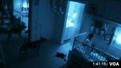 Actividad Paranormal invirtió $1.5 millones en la producción de la película y recaudó $92 millones de dólares. La tercera réplica de la historia está prevista estrenarse en octubre de este año.