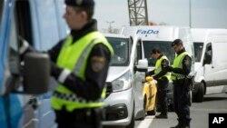 پولیس هنگام جستجوی دو قاچاقبر بلغاریایی، موتر حامل این پناهجویان را کشف کرد
