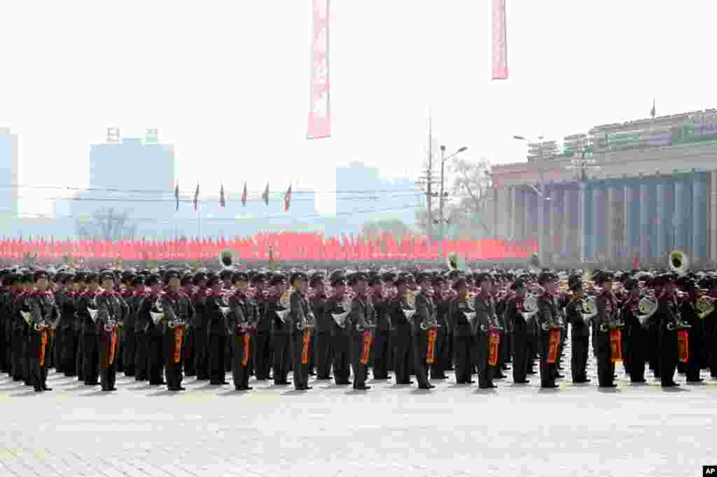 A military brass band plays marching music at the military parade at Kim Il Sung Square, Pyongyang. (Sungwon Baik/VOA)