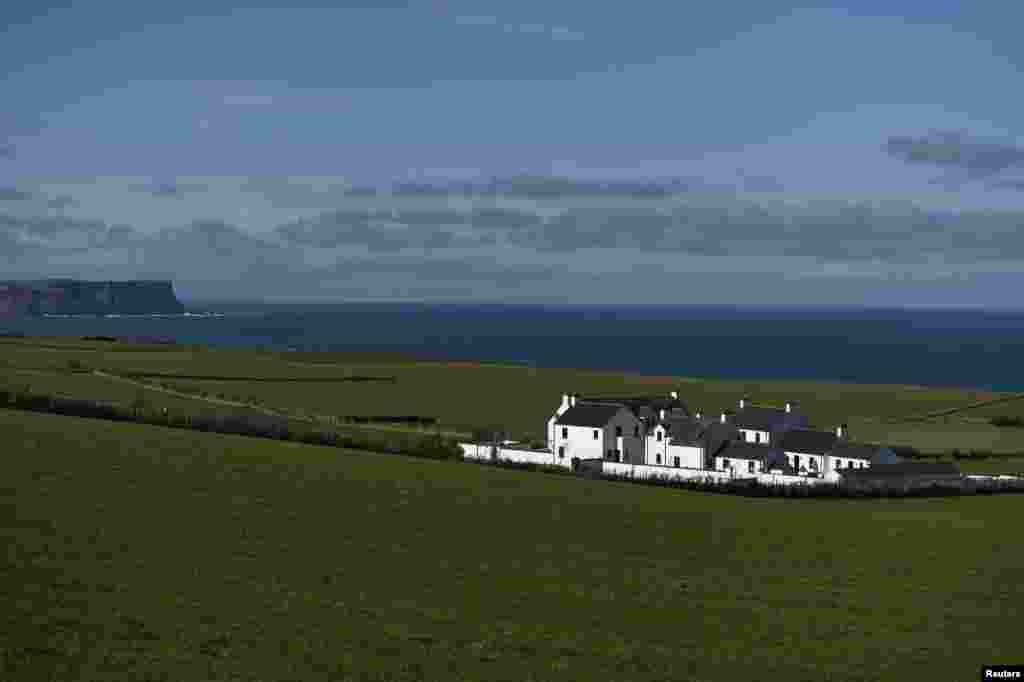 نمایی از دهکده دونسوریک در ایرلند شمالی.