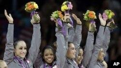 美國女子體操隊自從1996年以來首次奪得奧運金牌。