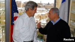 Ngoại trưởng Mỹ và Thủ tướng Israel trong một cuộc gặp gỡ ở Jerusalem, ngày 13 tháng 12, 2013.