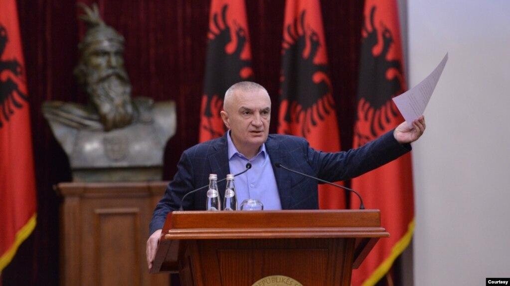 Tiranë: Meta kthen në Kuvend ligjin për koncensionin e aeroportit