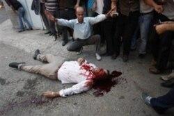 میدان آزادی تهران، نیمه ژوئن ۲۰۰۹، بسیجیان، ماموران نیروی انتظامی و لباس شخصی های مسلح به روی تظاهرکنندگان آتش گشودند