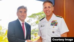 戴維森上將2018年9月25日會見美國駐菲律賓大使金誠(美國駐馬尼拉大使館照片)