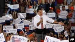 Ứng cử viên tổng thống Đảng Cộng hòa Mỹ Mitt Romney nói chuyện tại một cuộc vận động ở Virginia