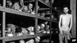 Arhiva -- Crno-bela fotografija napravljena 16. aprila 1945. u nacističkom logoru u Buhenvaldu, u Nemačkoj.