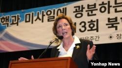 수잔 숄티 북한자유연합 대표가 지난해 4월 한국 국회 헌정기념관에서 열린 제13회 북한자유주간 개막식에서 축사를 하고 있다.