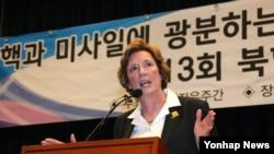 수잔 숄티 북한자유연합 대표가 25일 한국 국회 헌정기념관에서 열린 제13회 북한자유주간 개막식에서 축사를 하고 있다.