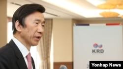 12일 서울에서 열린 2016년 제1차 한러대화 조정위원회의에서 윤병세 한국 외교부 장관이 격려사를 하고 있다.