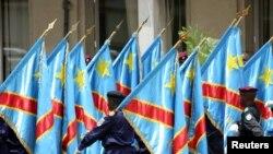 Le drapeau de la République démocratique du Congo, à Kinshasa, le 18 février 2006.