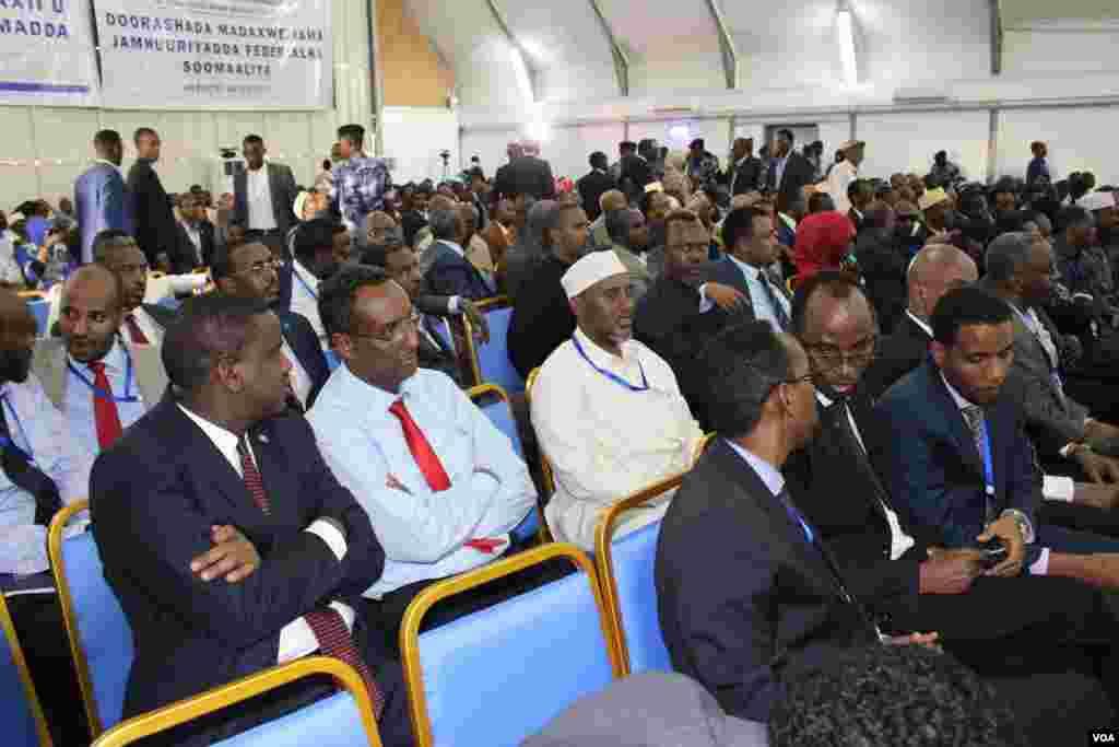 Tsohon Firai ministan Somaliya Mohamed Abdullahi Farmajo ya lashe zaben shugaban kasar. Fabrairu 10, 2017. Fabrairu 10, 2017.
