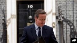 دیوید کامرون در حالی که سعی در فرو بردن بغض خود داشت، گفت فکر نمیکند کاپیتان خوبی برای رهبری بریتانیا در مسیر جدید باشد