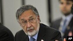 Bộ trưởng ngoại giao Afghanistan Zalmai Rassoul nói rằng nước ông muốn cuộc pháo kích phải chấm dứt ngay lập tức