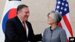Mike Pompeo se reunió con la ministra de Relaciones Exteriores de Corea del Sur, Kang Kyung-wha.