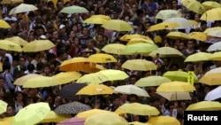 대규모 민주화 시위인 '우산 혁명' 1주년을 맞은 지난해 9월 28일 홍콩 정부청사 앞에 노란 우산을 든 시민들이 모여들었다.