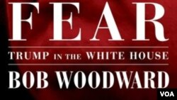 """Korice knjige Boba Vudvorda """"Strah: Tramp u Beloj kući"""", izdavačke kuće Sajmon i Šuster."""