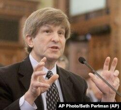Alan Lihtman, profesor na Američkom univerzitetu