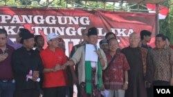 Ilustrasi tokoh lintas agama dan masyarakat bertekad menjaga kerukunan dan perdamaian di Jawa Timur (Foto: VOA/Petrus Riski).