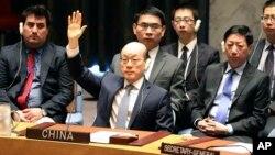 中國常駐聯合國代表劉結一在安理會表決制裁北韓決議時舉手贊成(2017年8月5日)