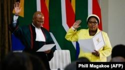 La ministre sud-africaine de la défense Nosiviwe Mapisa-Nqakula prête serment à Pretoria, le 30 mai 2019.
