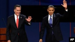 Tổng thống Obama và đối thủ thuộc đảng Cộng hòa Mitt Romney trong cuộc tranh luận ngày 3/10 tại Denver
