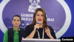 Canciller hondureña María Dolores Agüero durante la rueda de prensa en Tegucigalpa. Foto: cortesía Azteca Honduras.