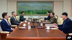 북한의 긴급 제의로 15일 판문점에서 남북 정상급 군사회담이 열렸다.