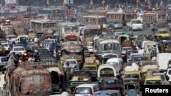 آبادی میں اضافے سے بڑے شہروں میں بے ہنگم ٹریفک مزید مسائل پیدا کر رہی ہے۔