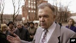 Pemimpin Saksi Yehuwa Rusia, Vasily Kalin, berbicara kepada media (foto: dok).