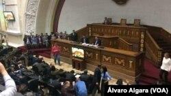 Quốc hội Venezuela mở phiên họp bác bỏ Quốc hội Lập hiến vừa được bầu.