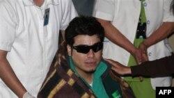 Pedro Cortez, thợ mỏ thứ 31 được cứu thoát, được đưa đến Bệnh viện ở Copiapo, Chile, Thứ Năm 14 Tháng Mười, 2010