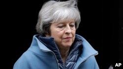 Arhiva - Britanska premijerka Tereza Mej napuša Dauning strit 10, u Londonu, 12. februara 2019.