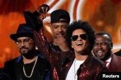 """Bruno Mars """"Gremmi"""" mukofoti taqdimotida. 28-yanvar, 2018-yil."""