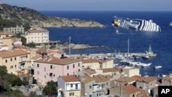 """""""歌诗达协和号""""豪华游轮1月14日在意大利北部海岸搁浅的情景"""