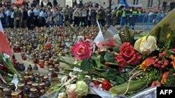 Tổng thống Ba Lan Lech Kaczynski, phu nhân và một số thành viên khác trong nội các cũng thiệt mạng trong vụ rớt máy bay hồi tháng 4 năm 2010
