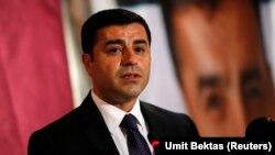 Salohiddin Demirtosh kurdlar manfaatlarini himoya qiluvchi Xalq demokratik partiyasi raisi