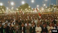 Pendukung Partai Gerakan Qaumi Muttahida (MQM) menghadiri rapat akbar di Karachi pada awal bulan Desember.
