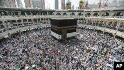 2015年9月20日穆斯林圣城: 穆斯林在麦加大清真寺朝圣