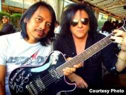 Gitaris Dewa Budjana dan gitaris Steve Stevens (foto/dok: Dewa Budjana)
