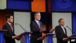 Jeb Bush, Marco Rubio, et John Kasich durant un débat républicain à Des Moines, Iowa, le 28 janvier 2016. (AP Photo/Chris Carlson)